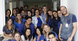 Cuidadores se vestem de azul no Dia do Autismo