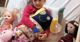 Crianças hospitalizadas recebem presente